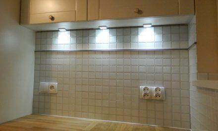 Mozaika Biała w Kuchni. Jak urządzić klasyczną kuchnię?