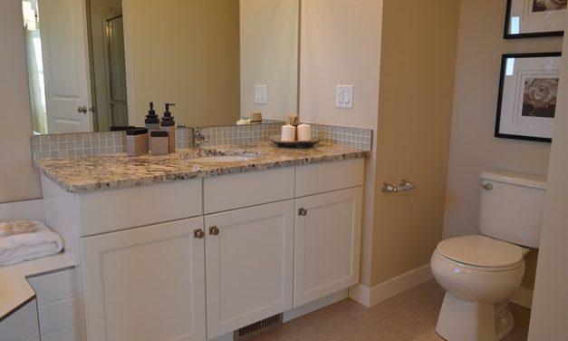 Mozaika w małej łazience – o czym warto pamiętać