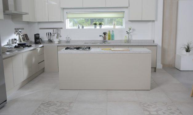 Podłoga w kuchni– jak dbać o płytki w święta i nie tylko