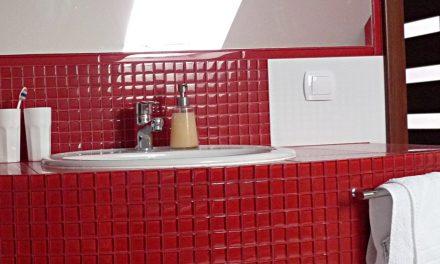 Mozaika Czerwona w łazience