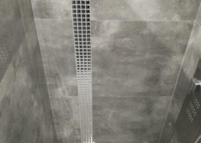 mozaika srebrna chrom w łazience 1