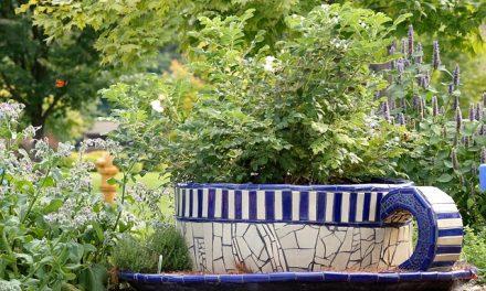 Pomysły na dekoracje ogrodowe z mozaiki